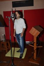 kailash kher photo shoot on 23rd Sept 2015 (8)_5602b5faa8a4f.JPG