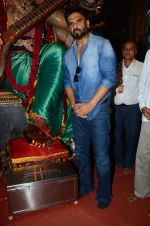 sunil shetty at chincpokli ganpati mandal in Mumbai on 23rd Sept 2015 (1)_5602b7967bef4.JPG