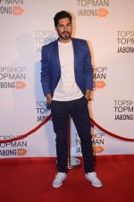 Dino Morea at Top Shop Red Carpet on 24th Sept 2015 (180)_560535bb22382.JPG