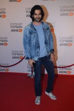 Karan Grover at Top Shop Red Carpet on 24th Sept 2015