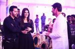 Kriti Sanon, Varun Dhawan on the sets of Brahmotsavam on 24th Sept 2015 (1)_56051785060ce.jpg