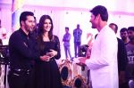Kriti Sanon, Varun Dhawan on the sets of Brahmotsavam on 24th Sept 2015 (2)_56051782b7f40.jpg
