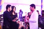 Kriti Sanon, Varun Dhawan on the sets of Brahmotsavam on 24th Sept 2015 (4)_56051783cedec.jpg
