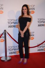 Nauheed Cyrusi at Top Shop Red Carpet on 24th Sept 2015 (205)_560536c6e15fe.JPG