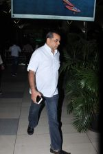Paresh Rawal snapped at Airport in Mumbai on 24th Sept 2015 (13)_56052e46e82cb.JPG