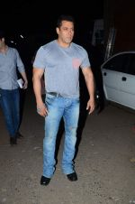Salman Khan snapped on 24th Sept 2015  (10)_56052e7c9bd98.JPG