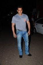 Salman Khan snapped on 24th Sept 2015  (8)_56052e7aa4e9f.JPG