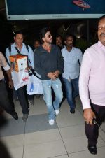 Shahrukh Khan snapped at Airport in Mumbai on 24th Sept 2015