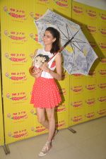 Simran Kaur Mundi at Radio Mirchi on 24th Sept 2015 (9)_560540e573a8a.JPG