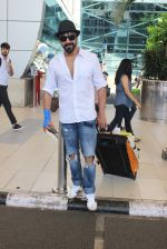 Aashish Chaudhary snapped at domestic airport on 27th Sept 2015 (1)_5608efa224d20.JPG