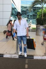 Aashish Chaudhary snapped at domestic airport on 27th Sept 2015 (3)_5608efa55de6a.JPG