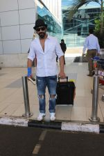 Aashish Chaudhary snapped at domestic airport on 27th Sept 2015