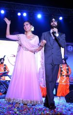 Akshay Kumar,Lara Dutta at Singh is Bling promotions in Delhi on 27th Sept 2015