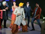 Akshay Kumar, Amy Jackson at JJ Valaya Singh in Bling fashion show on 28th Sept  2015