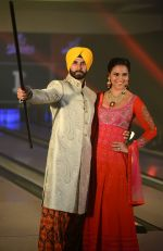 Akshay Kumar, Lara Dutta at JJ Valaya Singh in Bling fashion show on 28th Sept  2015