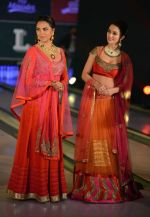 Amy Jackson, Lara Dutta at JJ Valaya Singh in Bling fashion show on 28th Sept  2015