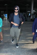 Arjun Kapoor snapped as he returns from NY on 29th Sept 2015 (1)_560b8cfac5348.JPG