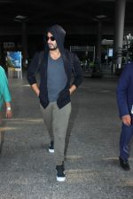 Arjun Kapoor snapped as he returns from NY on 29th Sept 2015
