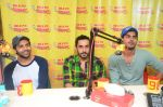Kartik Aaryan, Omkar Kapoor, Sunny Singh Nijjar, Sonali Sehgall, Nushrat Barucha and Ishita Sharma promote Pyaar Ka Punchnama at Radio Mirchi Studio on 30th Sept 2015 (24)_560bf1780ed05.JPG