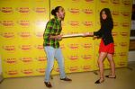 Kartik Aaryan, Omkar Kapoor, Sunny Singh Nijjar, Sonali Sehgall, Nushrat Barucha and Ishita Sharma promote Pyaar Ka Punchnama at Radio Mirchi Studio on 30th Sept 2015 (29)_560bf186a4f47.JPG
