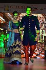 Mrunal Jain, Rashmi Desai at Globoil awards in Renaissance Powai on 29th Sept 2015