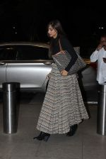 Sonam Kapoor snapped at international airport on 1st Oct 2015