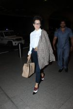 Kangana Ranaut left for Paris for the Paris Fashion Week on 1st Oct 2015