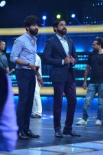 Shahid Kapoor and Alia Bhatt on the sets of Farhan_s new show I can do that on Zee in Naigaon on 1st Oct 2015 (12)_560e9623cc288.JPG