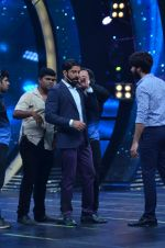 Shahid Kapoor and Alia Bhatt on the sets of Farhan_s new show I can do that on Zee in Naigaon on 1st Oct 2015 (41)_560e9630b54bd.JPG