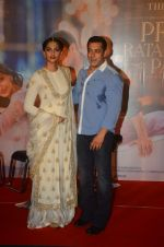 Sonam Kapoor, Salman Khan at Prem Ratan Dhan Payo trailor launch in PVR on 1st Oct 2015