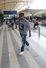 Kapil sharma snapped at airport on 3rd Oct 2015 (1)_56109b8e32905.JPG