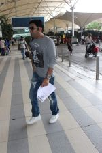 Kapil sharma snapped at airport on 3rd Oct 2015 (2)_56109b8f53158.JPG
