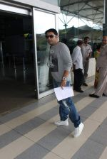 Kapil sharma snapped at airport on 3rd Oct 2015 (3)_56109b9030b8d.JPG