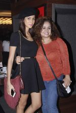 Vandana Sajnani at Nitin Mirani_s live act in Canvas Laugh Club on 3rd Oct 2015 (30)_5610a1e107082.JPG