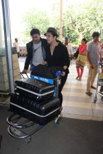Huma Qureshi snapped at airport on 4th Oct 2015 (22)_56122889ba2a7.JPG