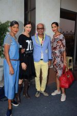 Carol Gracias, Sucheta Sharma, Narendra Kumar Ahmed on day 1 of Amazon india fashion week on 7th Oct 2015,1 (51)_561552e8eef58.JPG