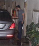 Saif Ali Khan snapped at BKC on 6th Oct 2015 (8)_5614c6565488d.JPG