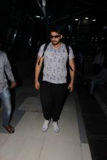 Arjun Kapoor snapped at domestic airport on 7th Oct 2015