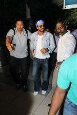 Shahrukh Khan comes to Mumbai from Hyderabad for Gauri Khan