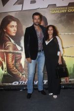 Rohit Roy, Manasi Joshi Roy at Jazbaa premiere on 8th Oct 2015 (74)_5617b1a1c3f09.JPG