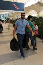 Arunoday Singh snapped at the airport on 9th Oct 2015 (23)_56192202e576a.JPG