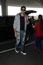 Sidharth Malhotra snapped at the airport on 9th Oct 2015