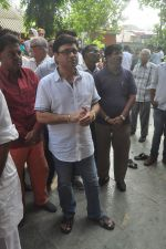 Sachin Pilgaonkar at Ravindra Jain funeral on 10th Oct 2015 (38)_561b50b082a5a.JPG