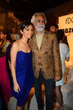 at the grand Finale of Amazon India Fashion Week on 11th Oct 2015 (21)_561b633c331fe.JPG