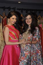 Bhagyashree at Amy Billimoria festive collection launch in Juhu on 14th Oct 2015 (45)_561f9c01a7168.JPG