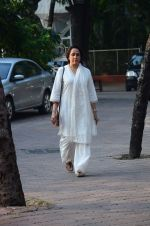 Hema Malini at Ravindra Jain prayer meet in Isckon on 14th Oct 2015 (53)_561fa06edc411.JPG
