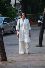 Hema Malini at Ravindra Jain prayer meet in Isckon on 14th Oct 2015 (54)_561fa070e5237.JPG