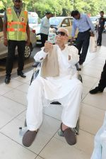 Kader Khan snapped at airport on 14th Oct 2015 (7)_561fc1566478f.JPG