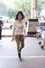 Shruti Haasan snapped at airport on 14th Oct 2015 (24)_561fc17748f94.JPG