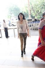 Shruti Haasan snapped at airport on 14th Oct 2015 (25)_561fc1782f09b.JPG